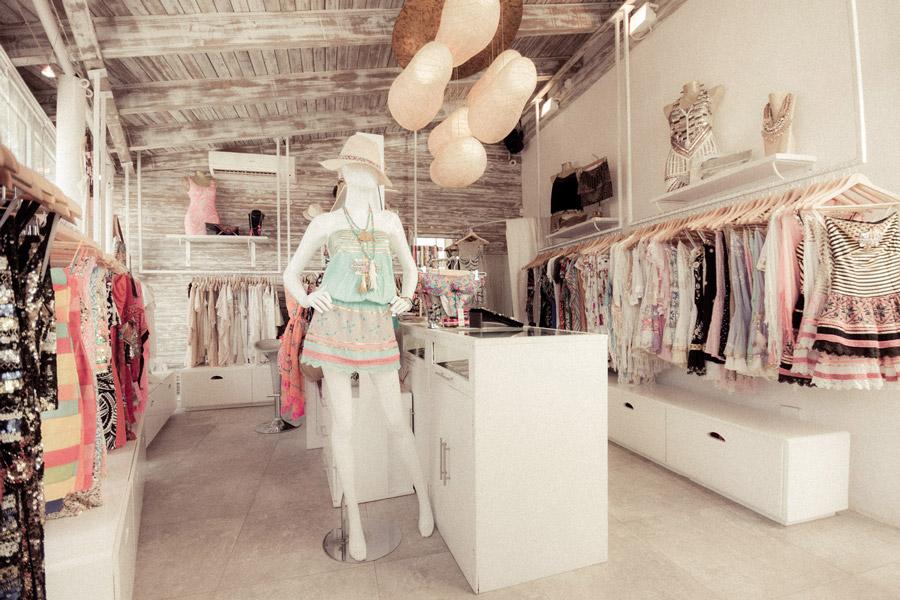Ysi hoy me inspiro en un estilo boho chic for Decoracion de negocios de ropa
