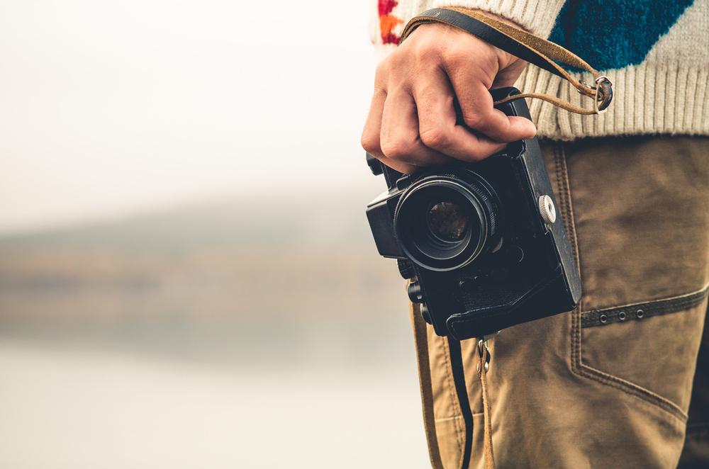 Cómo posar para fotos (6 consejos sobre cómo salir bien en las fotos y no morir en el intento)