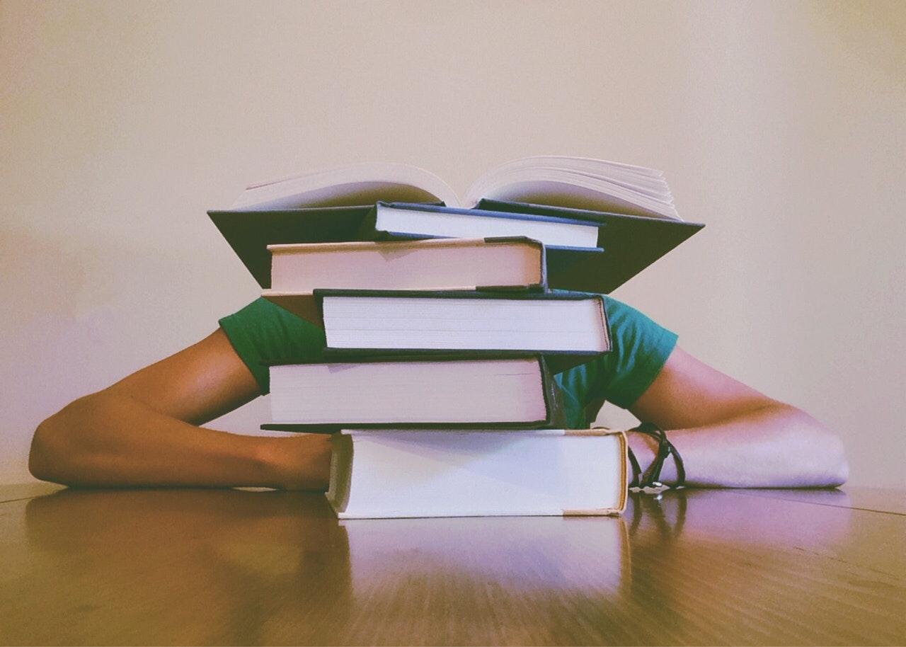 A quién seguir en Instagram: Bookstagrammers que te harán amar los libros