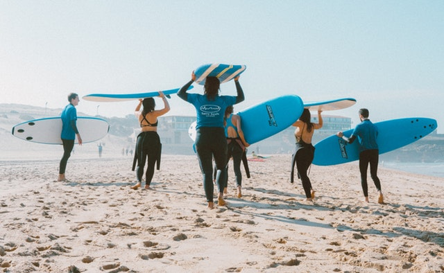 Los mejores países para surfear con mucho rollo