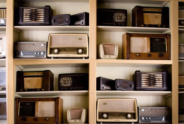 Emisoras de radio españolas : cinco emisoras para todos los gustos